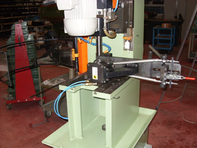 Chainstay mitreing using Marehetti's combined tube mitre machine ML 102/M with clamping fixture ML 315.