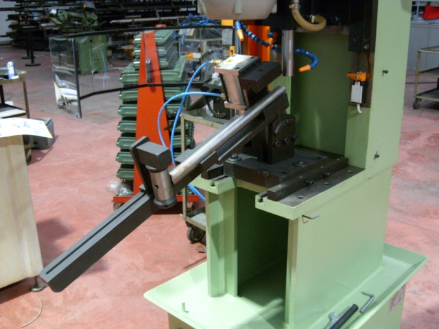 Main tube mitreing using Marchetti's combined tube mitre machine ML 102/M with clamping fixture ML 317.