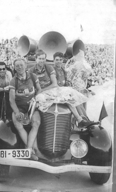 Winners on car.  Frans Pauwels is in the middle.